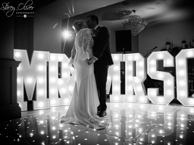 Couples-dance-led-floor-LED-letters