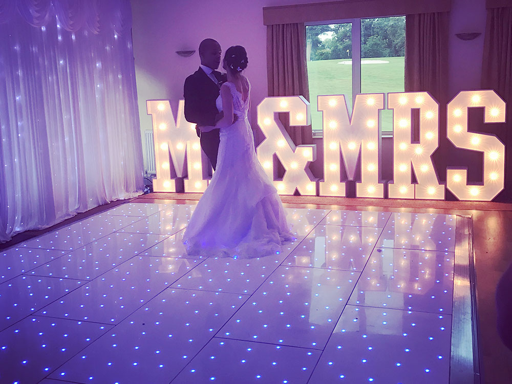 LED-Dancefloor--Mr-and-Mrs